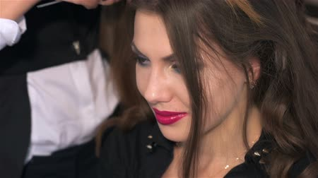 головной убор : Barber at work. Woman visits beauty salon. Creating individual hairstyles in beauty salon