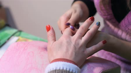 dosya : Massage of fingers during manicure. Actual process of performing manicure. Woman in nail salon Stok Video
