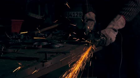 żelazko : Working in factory of metal processing. Sparks. Man working at the forge. Worker heavy metallurgy