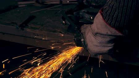 soldagem : A lot of sparks when cutting metal . Close up. Man working at the forge. Worker heavy metallurgy Vídeos