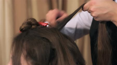 головной убор : Prepare hair for hairstyling. Woman visits beauty salon. Creating individual hairstyles in beauty salon