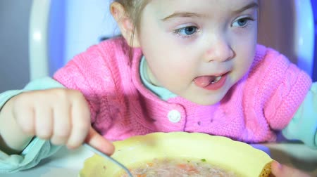 jíst : Close up of little girl is eating soup from plate Dostupné videozáznamy