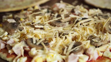 cheese slices : Close up of meat pizza with mushrooms stuffed with cheese Stock Footage