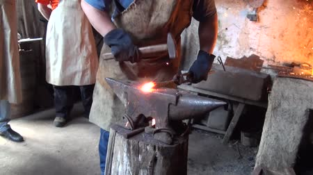 zanaat : Hand forging hot metal