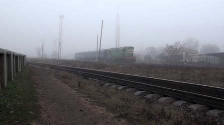 rachotit : The train runs on rails in fog