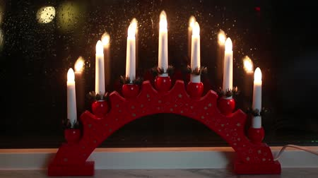 luz de velas : Traditional swedish window decoration for Christmas holiday. Stock Footage