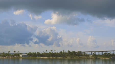 linha de costa : Highway to Key West Florida. View of old abandoned bridge and coast line of Atlantic ocean on blue sky with numerous clouds background. Florida USA