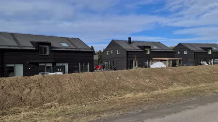 chalupa : Beautiful view of new modern black private houses on blue sky with white clouds background. Europe Sweden Dostupné videozáznamy
