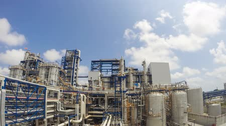 elektrownia : Time lapse of Chemical Industrial plant with blue sky