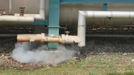 boru hattı : Hot steam blowing from pipe , Steam pipe line in industrial plant
