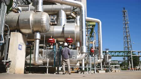 petrolkémiai : A Man in process area of refinery plant with blue sky