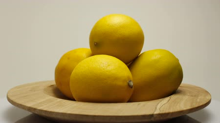 cítrico : Yellow lemon with sour taste, citrus fruit, vitamins for healthy diet