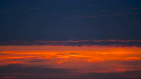 verdadeiro : Red sunset sky clouds Timelapse background, Day night Dramatic sunset sky