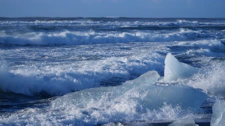 polo nord : Ocean waves washed icebergs. Global warming problem