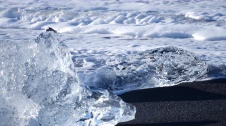 Антарктика : Ocean waves washed icebergs. Global warming problem