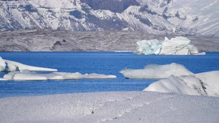Антарктика : Icebergs at ice lake. Ice and Snow Winter Nature Landscape. Ice Lagoon