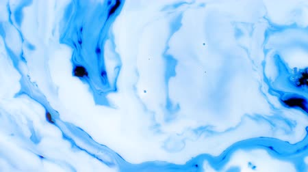 milch tropfen : Ink in water. Blue ink reacting in water creating abstract background. 4K footage. Ink And Paint Liquid Reaction