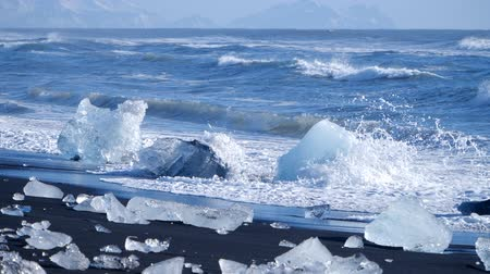 Антарктика : Ocean waves washed icebergs. Ice and Snow Winter Landscape Global Warming Стоковые видеозаписи