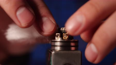 alışkanlık : Vape Macro, Coil Change In Rda Atomizer For Vaping , E-Cigarette Stok Video