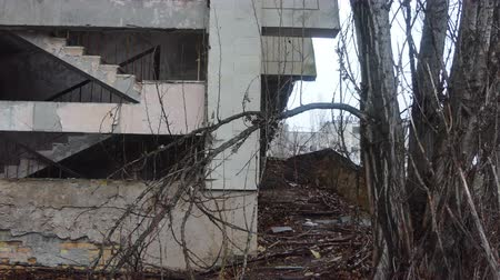 fenyegetés : Chornobyl old abandoned city, Abandoned house in the exclusion zone in Chernobyl, the city of Pripyat. April Stock mozgókép