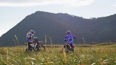 gleba : Off-road motorbike rides on the field road