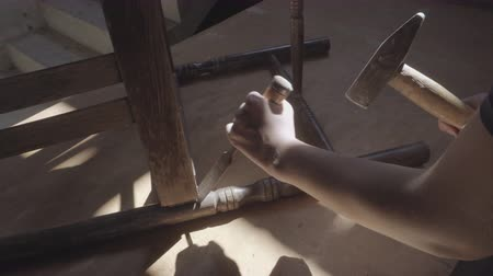 restaurálás : The carpenter girl renovates the old furniture