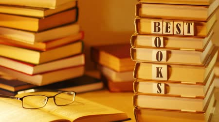 ocena : On a pile of books appears phrase BEST BOOKS. Stop motion