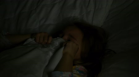 dismay : The girl is scared in bed Stock Footage