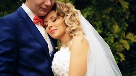 sadece : bride laying her head on grooms shoulder shot in slow motion