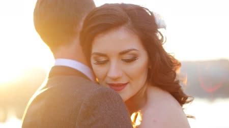 nevěsta : elegant gorgeous bride and groom walking in sunset