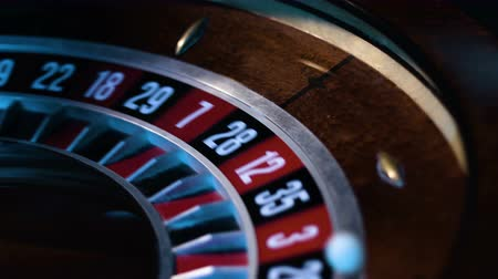 risco : Close-up footage of a small white ball gets into a slot in a russian roulette wheel. Vídeos
