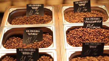 oldódó : Different kinds of coffee with a great  variety of assortment and varient prices putten on a wooden plate.