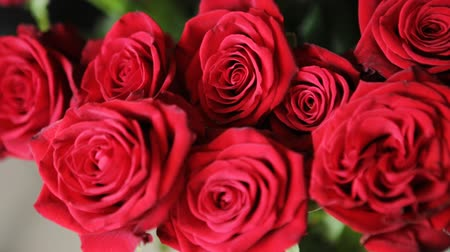 bouquets : A bouquet of beautiful red roses.