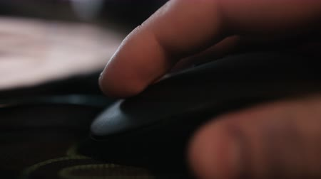 clique : Close up of hands clicking computer mouse.