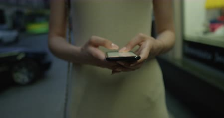 mês : Texting woman on a smartphone device shot on RED Cinema Camera