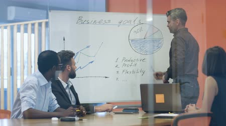 директор : Business people working on their project.