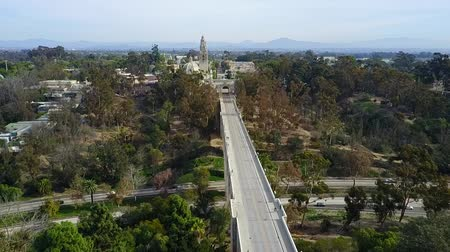 дополнение : San Diego Balboa Park - Drone Video  Balboa Park is a 1,200-acre urban cultural park in San Diego, California, United States. In addition to open space areas, natural vegetation zones, green belts, gardens, and walking paths Стоковые видеозаписи
