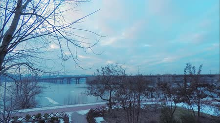 köln : Time laps, view of the Paton Bridge over the Dnieper River in Kiev in early spring, red clouds from sunset, snow