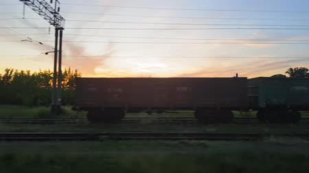 архив : The view from the train on the beautiful scenery with hills and forest before sunset. The view from the window of the car, bus, train. Journey from the train. Стоковые видеозаписи