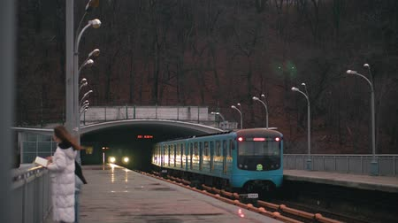 kolej : The blue subway train leaves the ground station on the bridge across the wide Dnieper River in Kiev. Two blue subway trains diverge at a ground station on a bridge across the Dnieper River in Kiev Wideo