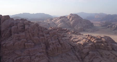 arábie : Wadi Rum also known as The Valley of the Moon in addition to Petra ancient city in southern  Jordan, has been home to many blockbusters Visual effects (VFX) and Background mattes, like Lawrence of Arabia, Red Planet, Prometheus, Transformers: Revenge of t
