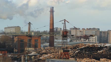 jasně : woodworking production, wood loading, works the crane, against a smoke