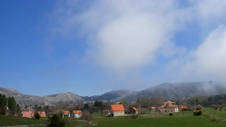 The house in the mountains. Montenegrin real estate in the mountains. Vídeos