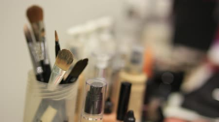 тени для век : Professional make-up tools. A set of brushes, lipsticks, podvodok, shadows, carcass. Make-up artist doing make-up.