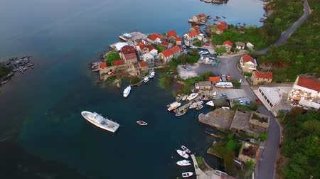 cornualha : Fishing village on the shore of the peninsula Lushtitsa, in the Bay of Kotor, Montenegro. Aerial photography.