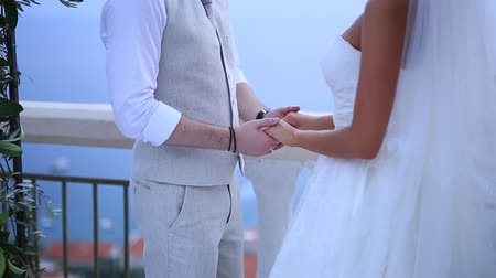 новобрачный : The newlyweds hold hands at the wedding ceremony. Couple holding hands. Wedding in Montenegro.