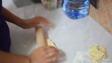 пельмени : She sculpts dumplings in the kitchen. Girl cooking food.