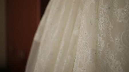 závoj : Brides dress, close-up. Details of the wedding dress of the bride.