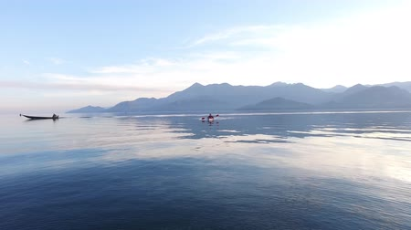 каноэ : Kayak on Lake Skadar in Montenegro. Tourist kayaking. Aerial Photo drone.