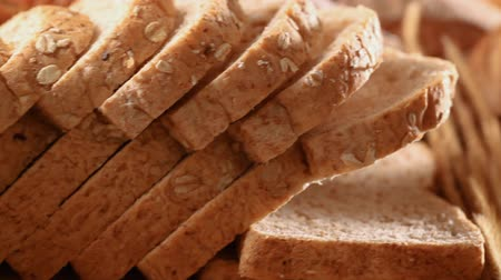 углеводы : Homemade cooking made from whole wheat and grains with breads